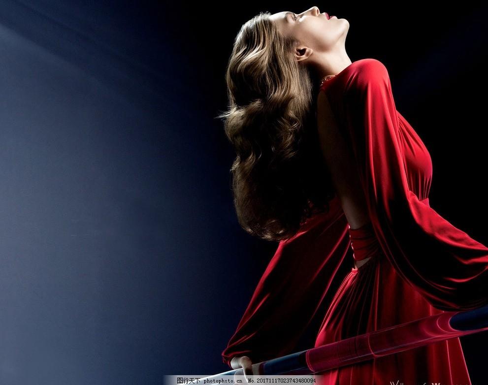 美女背景 欧美风 女性 时尚美女 女人 背影 红色时装 摄影 女性女人