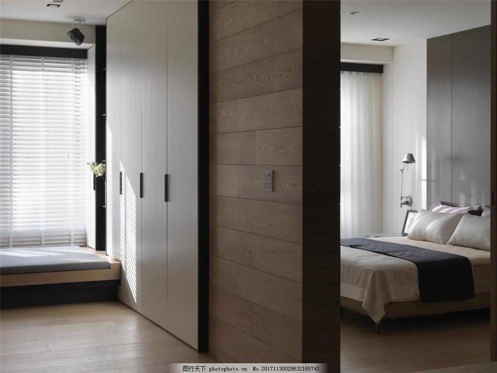 简约卧室床头灰色背景装修效果图 木地板 榻榻米 窗户 白色射灯